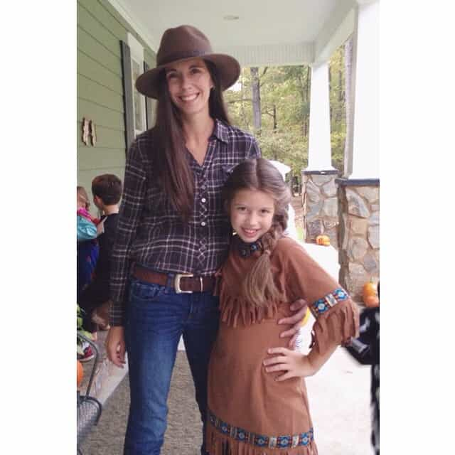 Cowgirl and Indian on the way to Trunk or Treat #trunkortreat #fallfun #motheranddaughter #cowboysandindians #rebekahjo