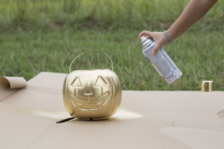 spray paint pumpkin