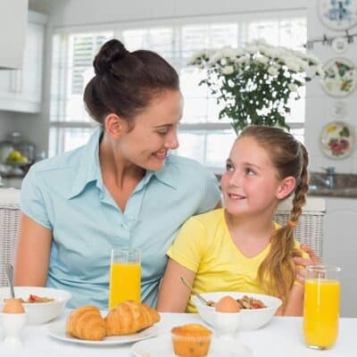 5 Easy Ways to Build Family Relationships During Dinner- that Your Kids will Actually Enjoy